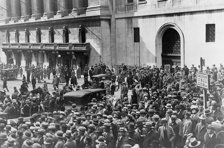 Толпа перед зданием NYSE, «черный октябрь» 1929
