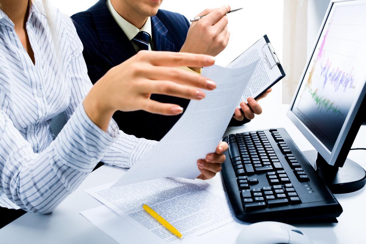 Реестродержатель АО по первому требованию выдает акционеру выписку из реестра (ст. 46 39-ФЗ)